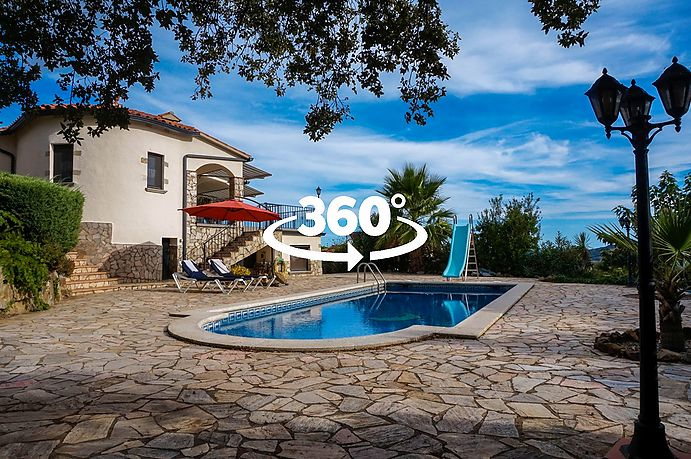Great house with pool and garden located in Calonge.