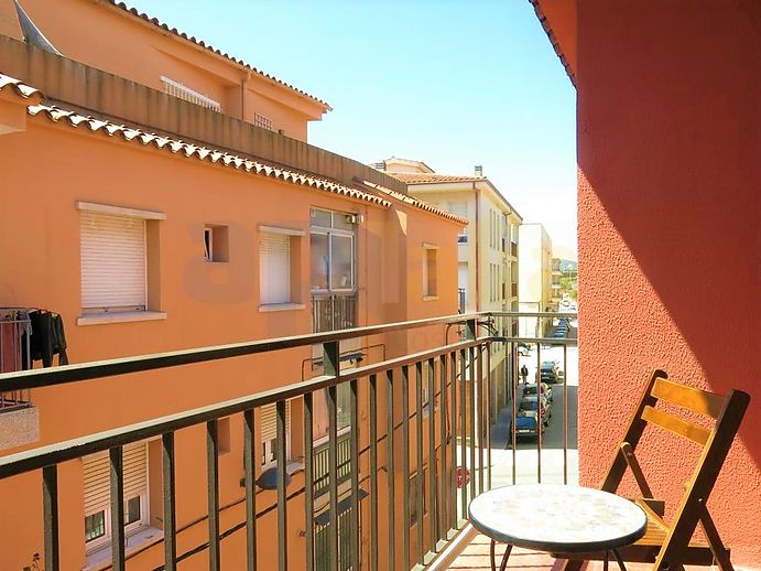 3 bedroom apartment with terrace and near the center and the beach of Palamós.
