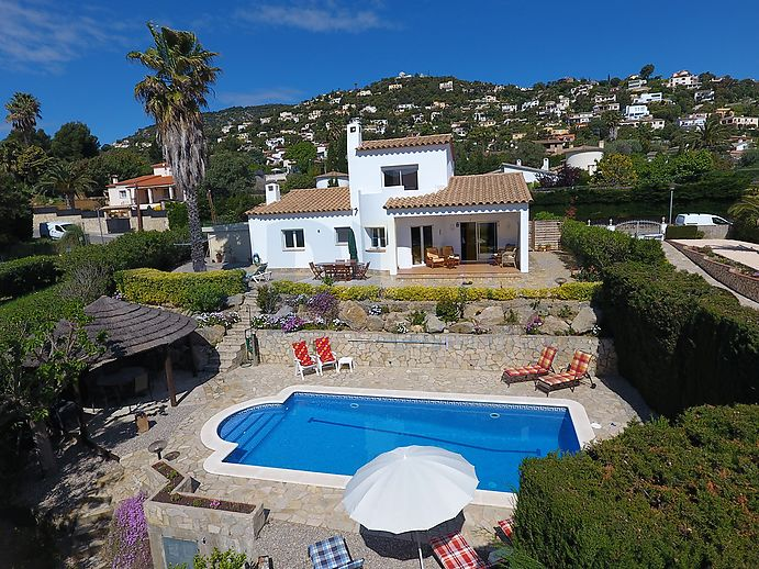 Fantastic Villa with big garden and swimmingpool.