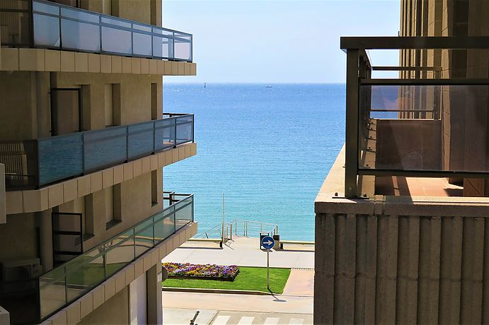 3 bedrooms apartmennt with terrace and a laundry room and partial views to the sea, located in Sant Antoni de Calonge.