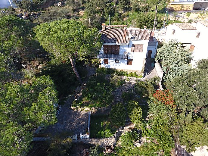Rustic house located in Calonge with wonderful sea views.