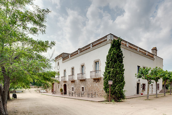 2 bedroom apartment in a country house from the XV century.