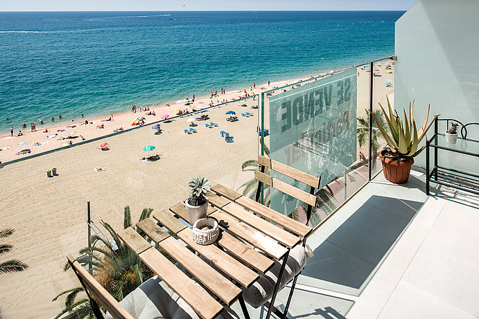 Exclusive apartment on the seafront. Lloret de Mar with 3 bedrooms 2 bathrooms.