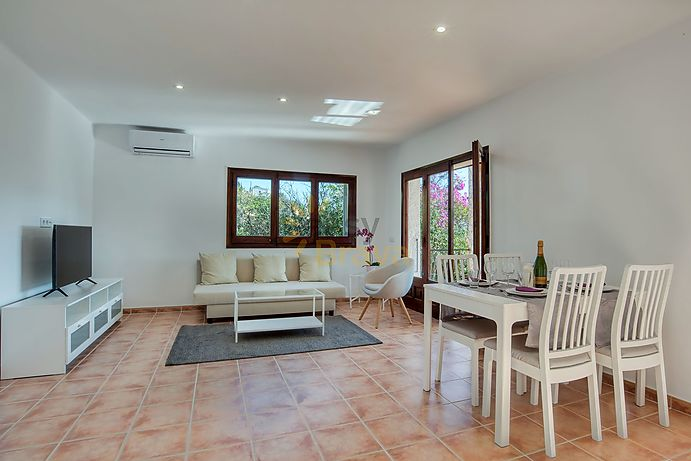 Cute renovated villa, south facing with fantastic sea view