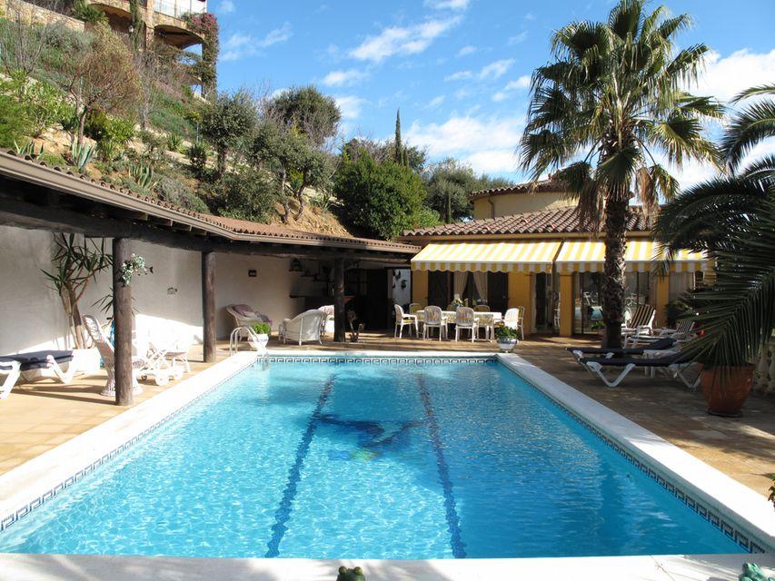Gran casa con vista al mar para alquilar for Casa con piscina para alquilar