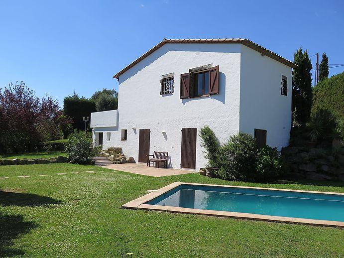 Gran casa con piscina para alquilar en verano for Alquiler de casa con piscina para verano en sevilla