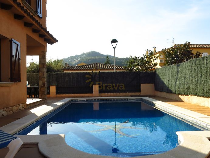 House with pool for sale in Calonge