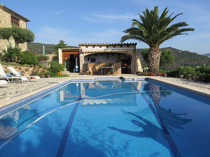 Big house with pool for sale in Calonge