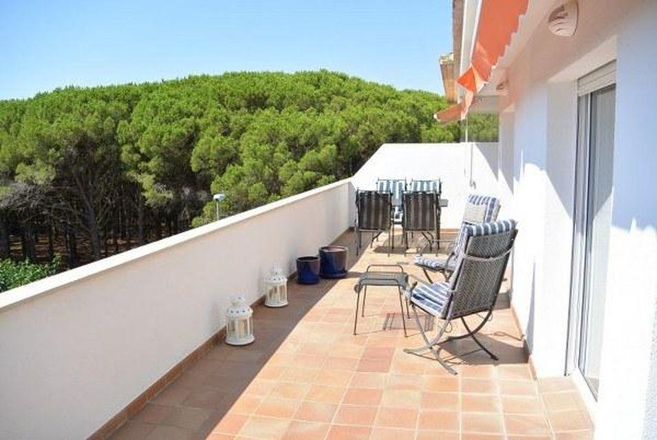 Tico luminoso con gran terraza en la comunidad green mar for Comedor terraza easy