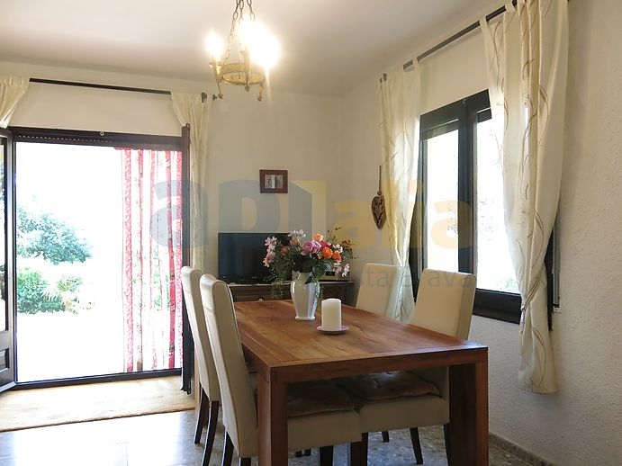 Beautiful 1-floor house with a big garden and a lot of charm located in Calonge.