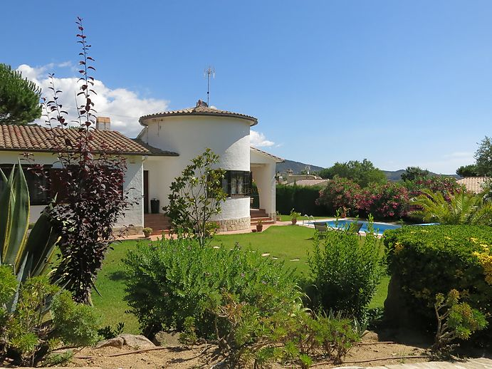 Beautiful house with pool for sale in Calonge