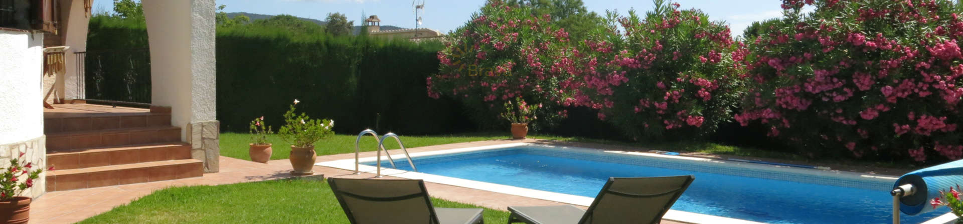 Nice house with wonderful garden and pool in Cabanyes.