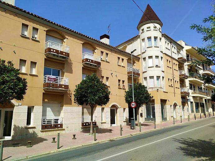Apartment with 3 rooms and a terrace in Sant Antoni de Calonge.