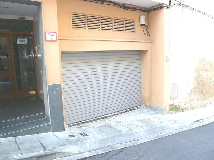 Parking space very well located near the center of Sant Feliu de Guíxols.